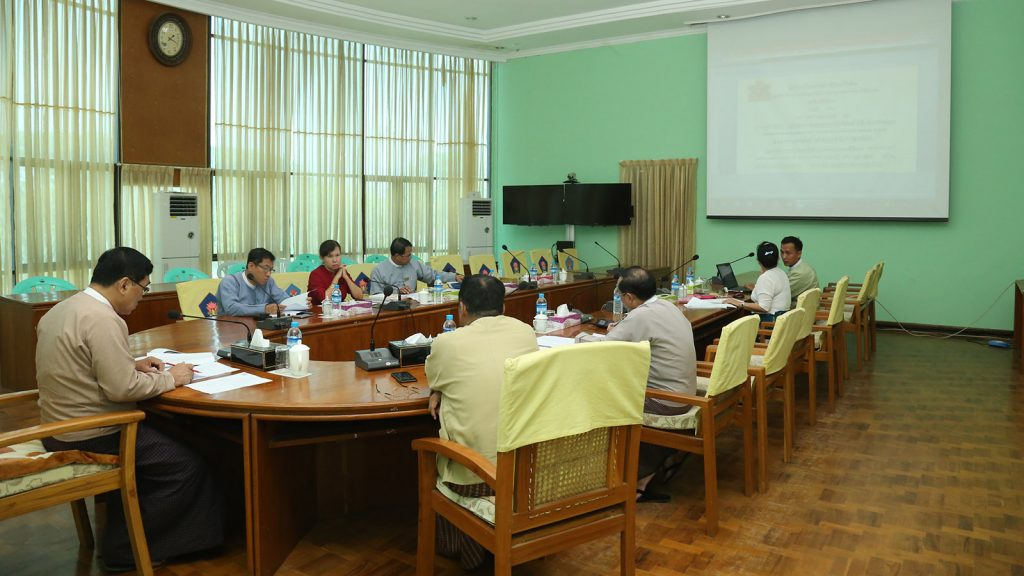 Union Minister Dr. Win Myat Aye addresses the coordination meeting on increasing the implementation tasks of the Research and Development Centre. Photo: MNA
