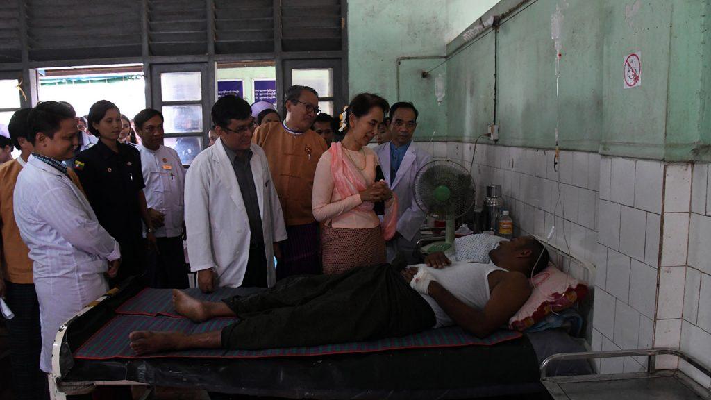 State Counsellor Daw Aung San Suu Kyi visits the Mawlamyaing General Hospital.