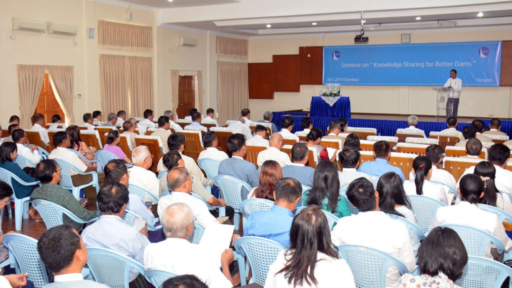 Union Minister Dr. Aung Thu delivers the speech at Seminar on Knowledge Sharing for Better Dams in Yangon yesterday. Photo : MNA