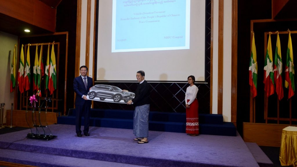 Peace Commission Chairman Dr. Tin Myo Win accepts the donated cars handed over by Chinese Ambassador Mr. Hong Liang. Photo: Phoe Htaung