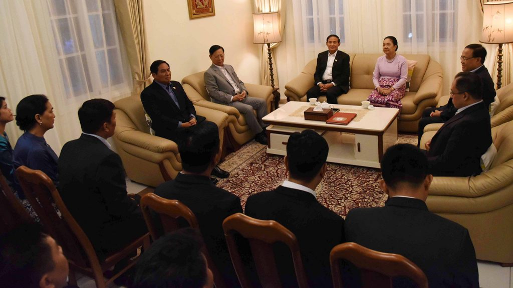 President U Win Myint and First Lady Daw Cho Cho meet with staff of the Myanmar Embassy in Viet Nam and the military attachment. photo: mna