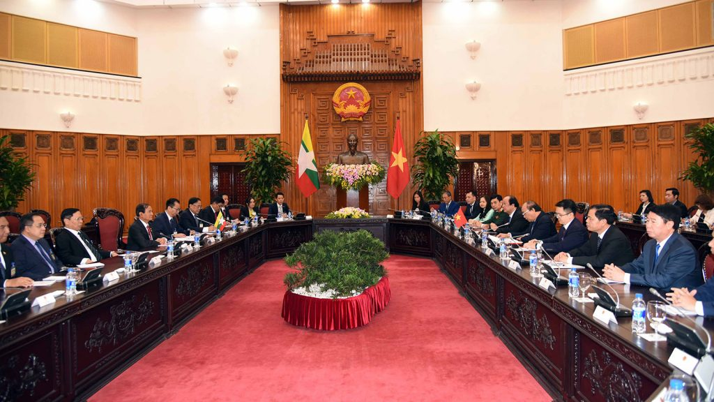The Myanmar delegation led by President U Win Myint holds talks with Vietnamese Prime Minister Nguyen Xuan Phuc and members of the government yesterday.Photo:MNA
