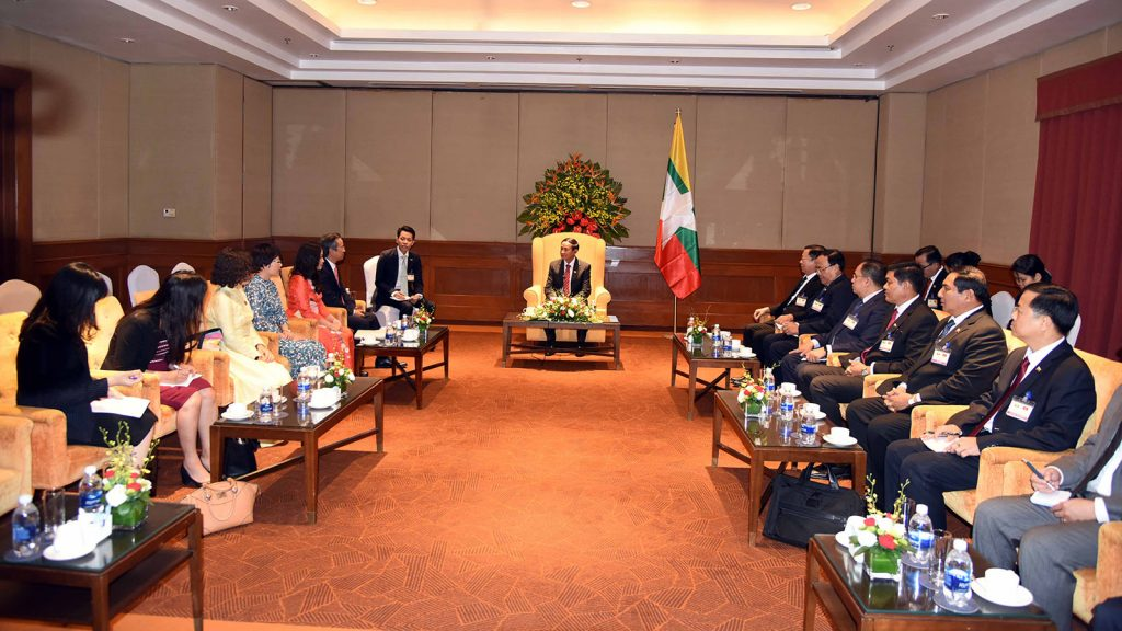 President U Win Myint receives Viet Nam-Myanmar Parliament Friendship Association Chairman Mr. Nguyen ManhTien and party at the Sheraton Hotel in Hanoi yesterday.Photo: MNA