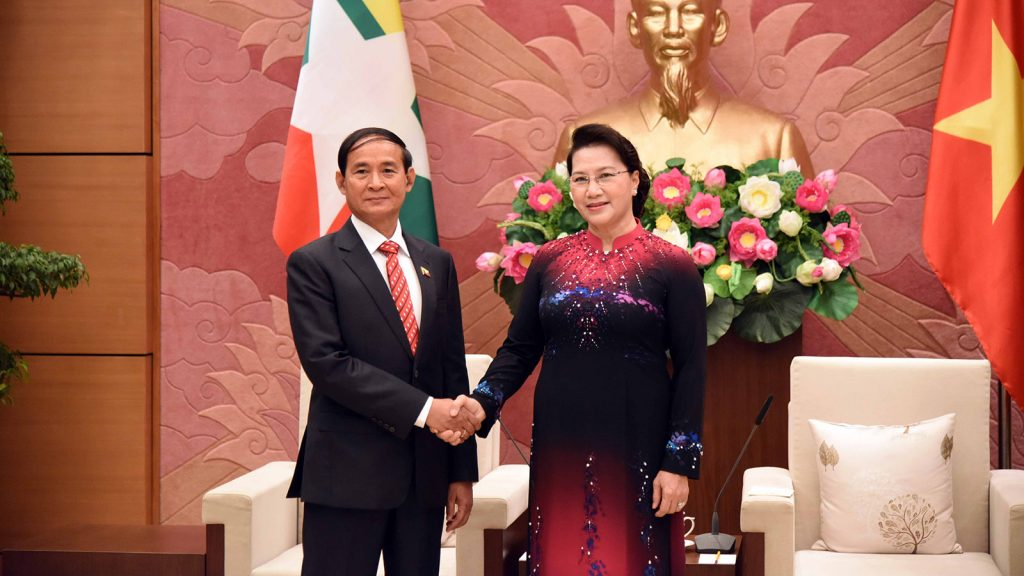 President U Win Myint shakes hands with Chairwoman of the National Assembly of Viet Nam, Madam Nguyen Thi Kim Ngan.Photo: MNA