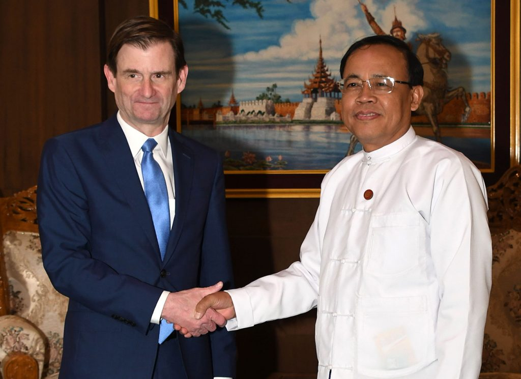 Union Minister U Kyaw Tin shakes hands with US Under Secy of State Mr. David Hale in Nay Pyi Taw yesterday.Photo: MNA