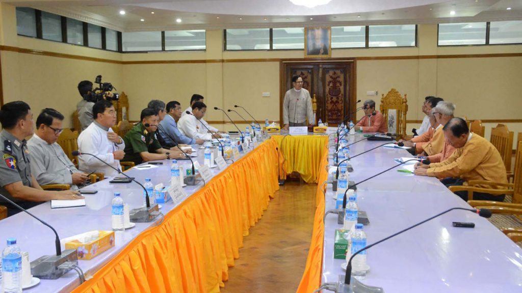 Chairman of the Committee for Supporting Peace and Stability in Rakhine State U Aye Tha Aung meets  with representatives of the National League for Democracy  in Sittway yesterday.Photo: MNA