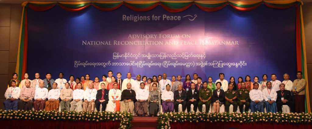 NRPC Chairman State Counsellor Daw Aung San Suu Kyi poses for the documentary photo with the attendees at the second Advisory Forum on National Reconciliation and Peace in Myanmar held in Nay Pyi Taw yesterday. Photo: MNA