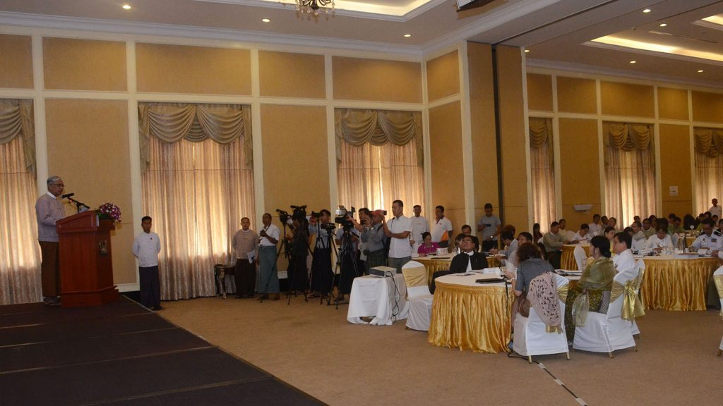 Anti-Corruption Commission Chairman U Aung Kyi delivers the speech at the workshop on drafting a whistle-blower protection law.Photo: MNA