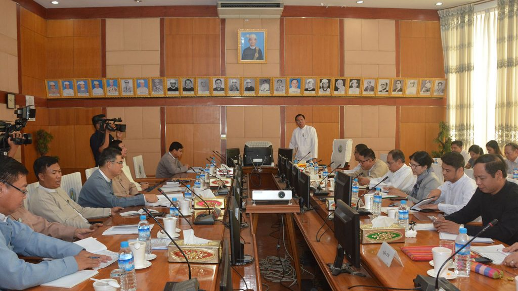 Deputy Minister U Aung Hla Tun delivers the speech at the Broadcasting Governing Body (BGB) coordination meeting in Nay Pyi Taw yesterday.Photo: MNA