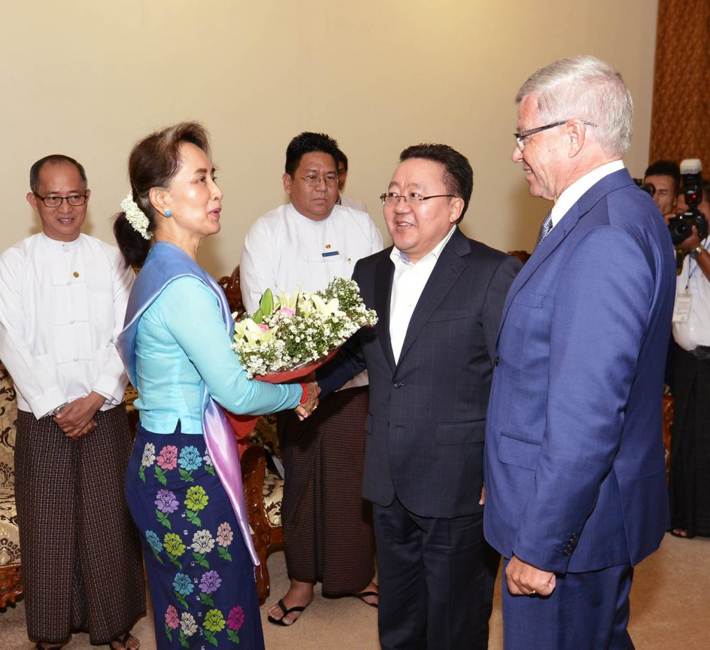 State Counsellor Daw Aung San Suu Kyi welcomes  Mr. Kjell Magne Bondevik, former Prime Minister of Norway (Right), and Mr. Elbegdorj Tsakhia, former President of Mongolia. (Centre), in Nay Pyi Taw.  Photo: MNA