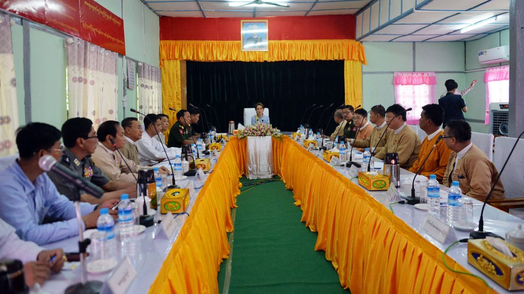 State Counsellor Daw Aung San Suu Kyi meets with Magway Region Cabinet.photo: mna