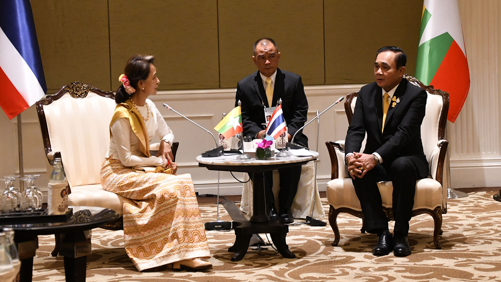State Counsellor Daw Aung San Suu Kyi meets with Prime Minister of the Kingdom of Thailand General Prayut Chan-o-cha (Ret.) at Athenee Tower, Bangkok, Thailand yesterday. Photo : MNA