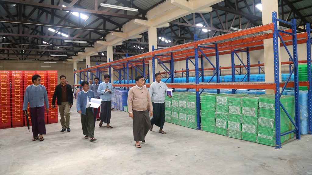 Union Minister Dr. Win Myat Aye inspects Yangon Central Depot at Yangon Region Disaster Management Department yesterday. Photo: MNA