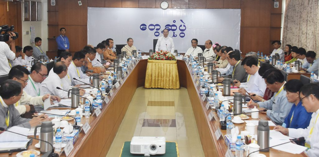 Vice President U Myint Swe addresses the 28th regular monthly meeting between businesspersons and Private Sector Development Committee in Yangon yesterday.  Photo: MNA