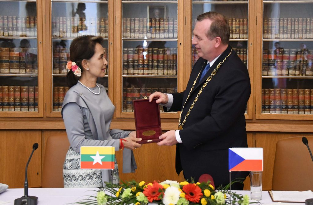 State Counsellor Daw Aung San Suu Kyi accepts Historical Medal Charles University award from Charles University Rector Dr. Tomas Zima in Prague. Photo: MNA