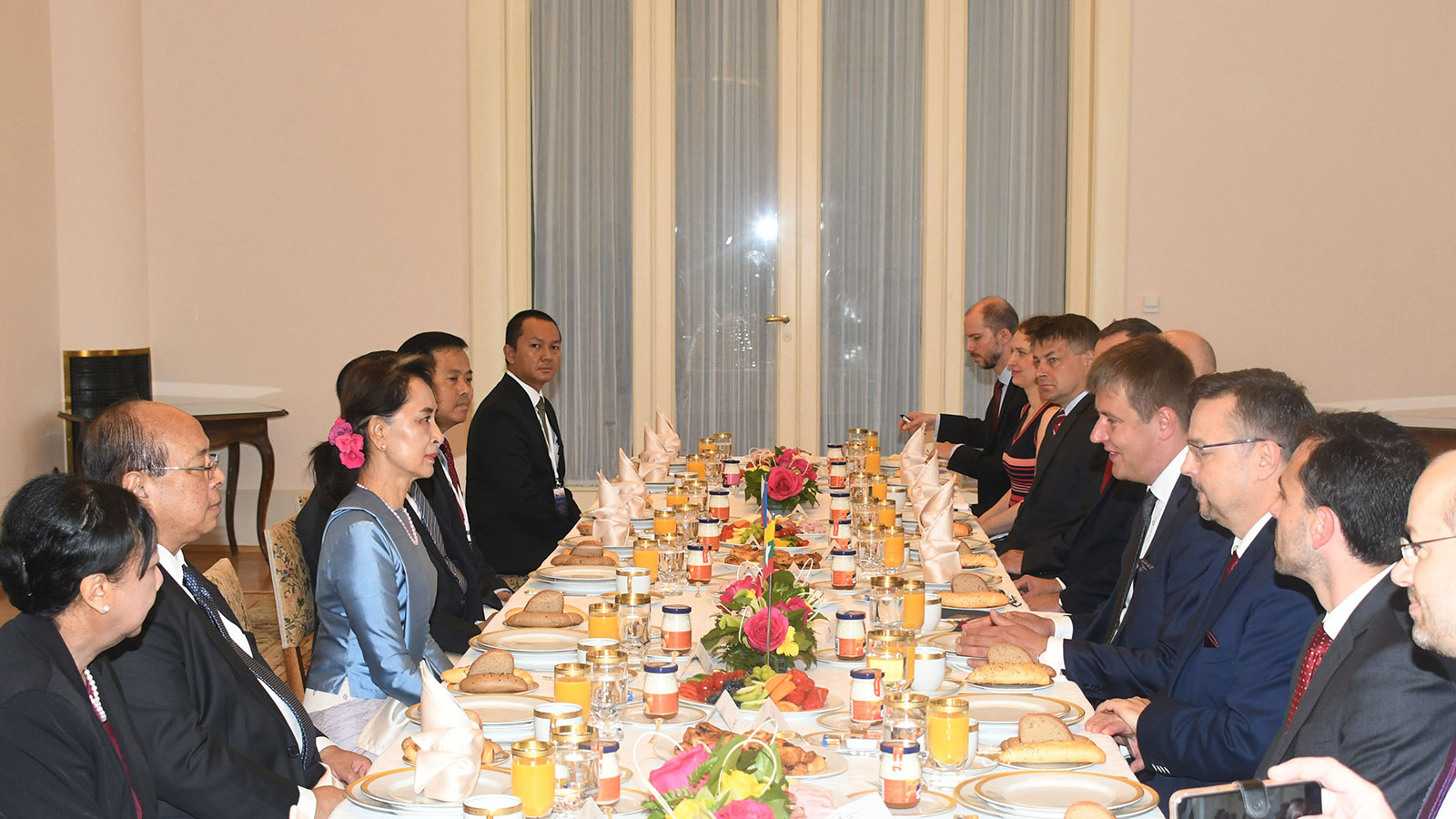 State Counsellor Daw Aung San Suu Kyi attends working breakfast hosted by Czech Republic Foreign Minister Mr. Tomas Petricek yesterday.Photo: MNA