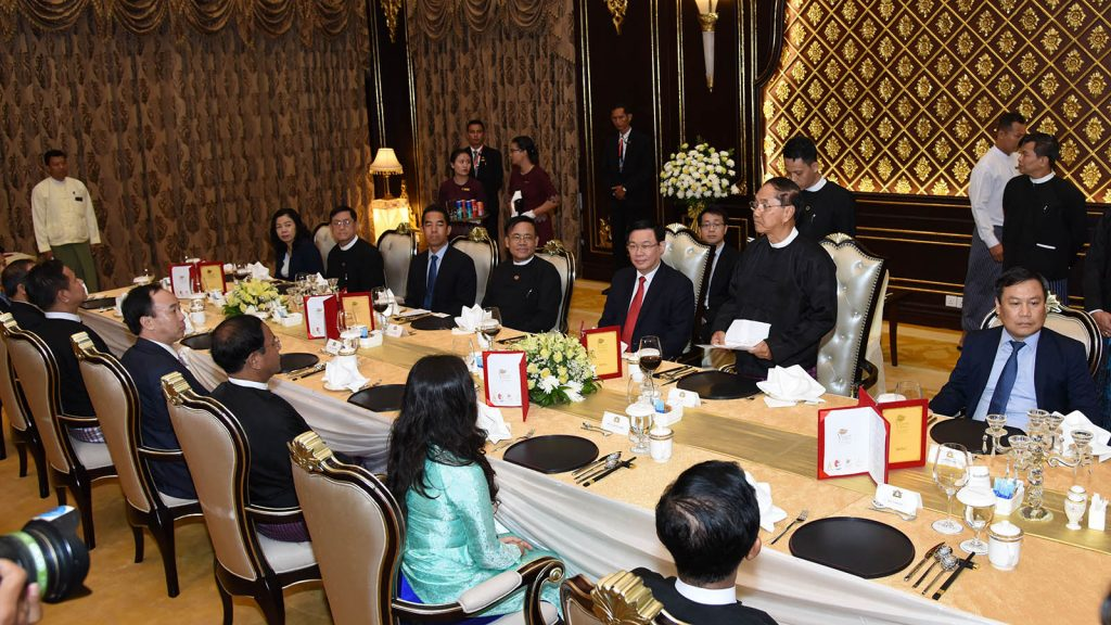 Vice President U Myint Swe hosts the dinner for Vietnamese delegation led by Mr. Vuong Dinh Hue, member of the Political Bureau of the Central Committee Communist Party of Viet Nam and Deputy Prime Minister of Viet Nam in Nay Pyi Taw yesterday. Photo: MNA