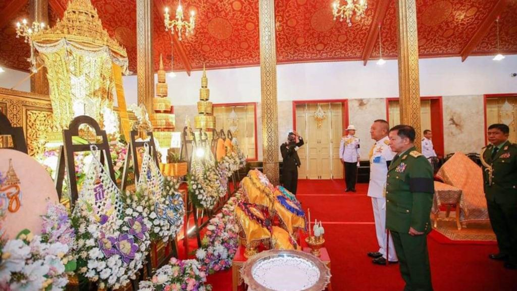 Senior General Min Aung Hlaing pays respects to the picture of the President of the Privy Council of Thailand General Prem Tinsulanonda in Thailand. Photo: Office of the Commander-in-Chief