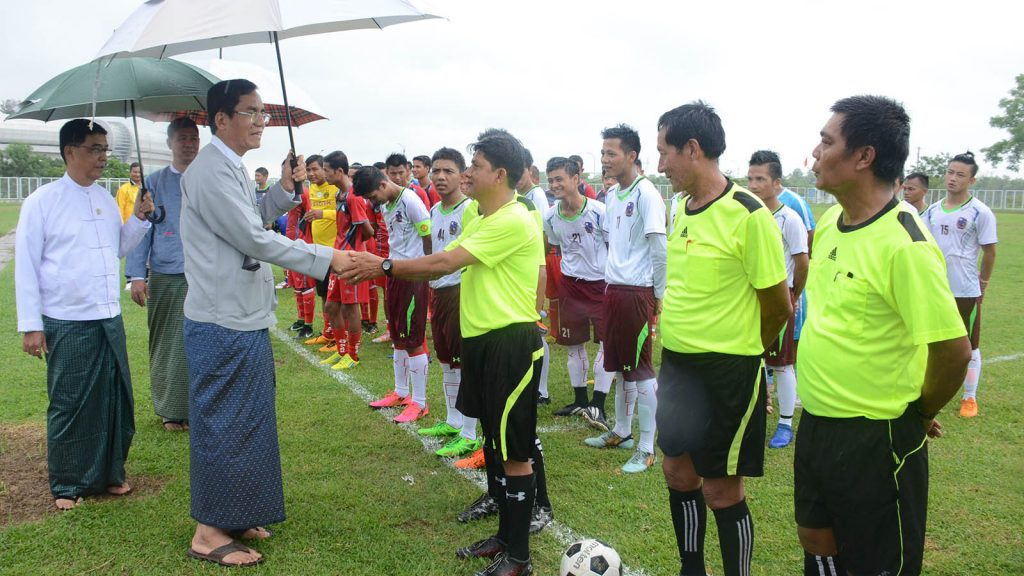 Deputy Minister U Aung Hla Tun greets the referees and athletes during the opening ceremony of the Ministry of Information 2019 Monsoon Football Competition in Nay Pyi Taw yesterday. Photo: MNA