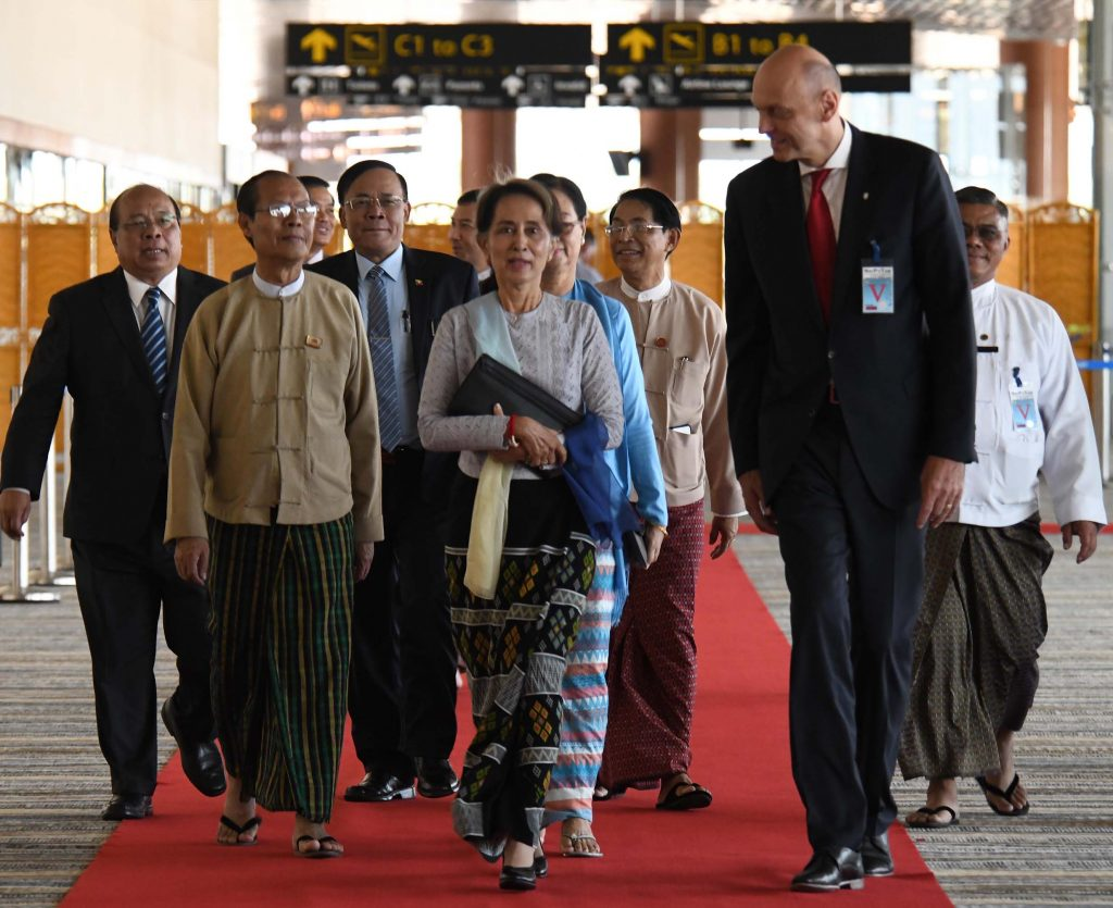 State Counsellor Daw Aung San Suu Kyi welcomed by Union ministers and Czech Ambassador Mr. Jaroslav Dolecke (Right) at Nay Pyi Taw International Airport yesterday.Photo: MNA