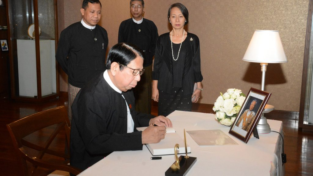 Union Minister Dr. Pe Myint signs book of condolences for former Pime Minister and President of the Privy Council of the Kingdom of Thailand General Prem Tinsulanonda at the Royal Thai Embassy in Yangon yesterday. Photo: MNA