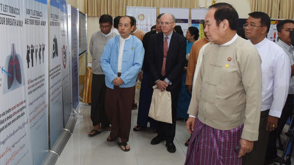 Union Minister Dr. Myint Htwe looks around the ceremony to mark the World No Tobacco Day 2019 at the Ministry of Health and Sports in Nay Pyi Taw yesterday.Photo: MNA
