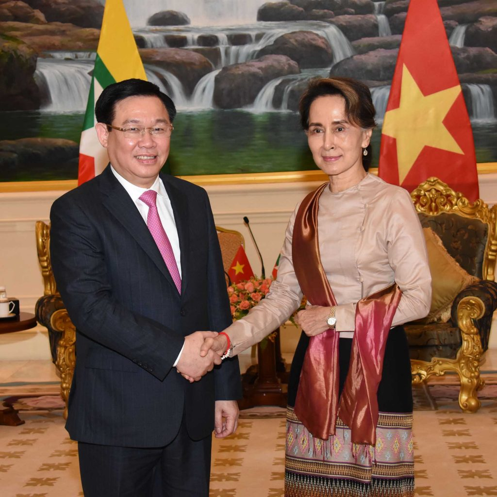 State Counsellor Daw Aung San Suu Kyi shakes hands with Vietnamese Deputy Prime Minister Mr. Vuong Dinh Hue at the Presidential Palace in Nay Pyi Taw yesterday.Photo: MNA
