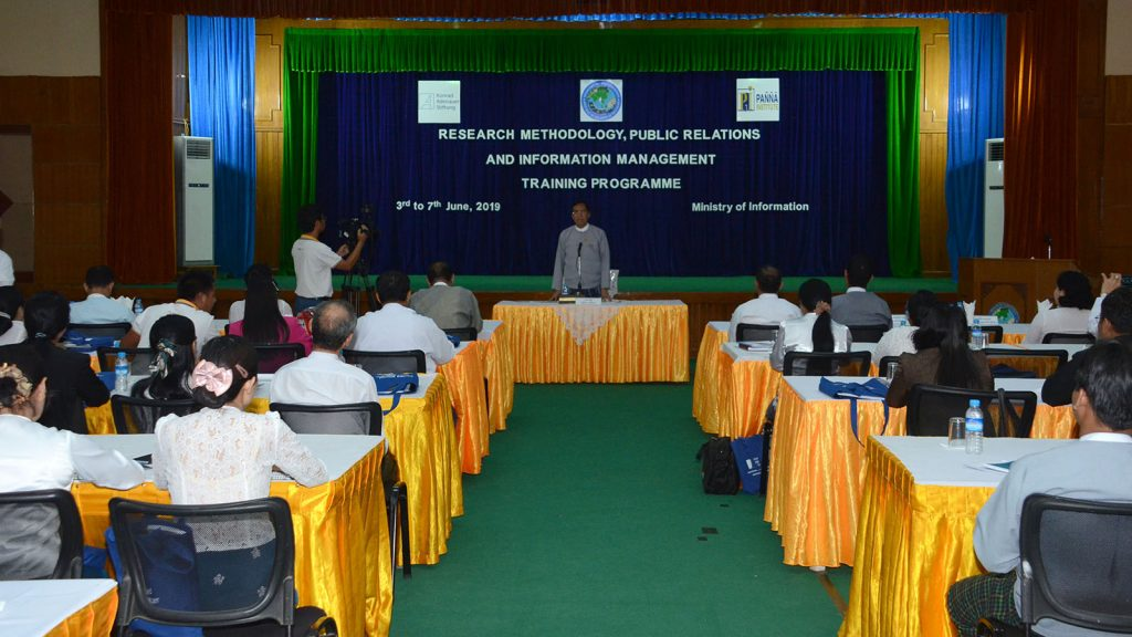 Deputy Minister U Aung Hla Tun delivers the speech at the event to conclude training programme on research methodology, public relations, and information management yesterday. Photo: MNA