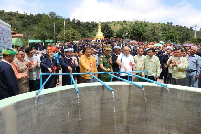 Shan State Chief Minister Dr. Lin Htut and officials inaugurate the drinking water supply facility in Pinlaung, Shan State. Photo : MNA