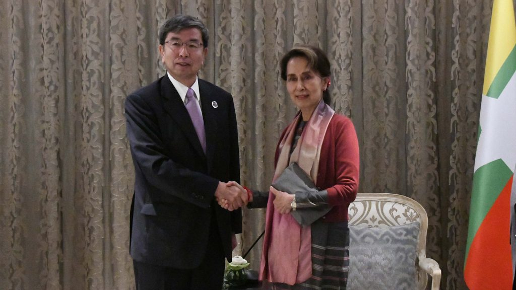 State Counsellor Daw Aung San Suu Kyi shakes hand with President of the Asian Development Bank, Mr. Takehiko Nakao. Photo: MNA