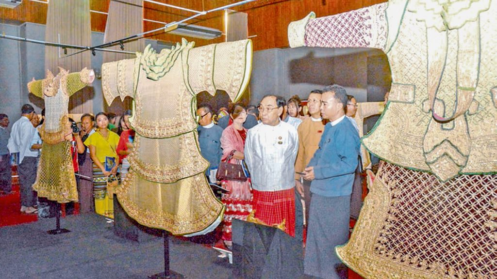 Union Minister Nai Thet Lwin and officials observe the rare attires of Shan chieftains at National Museum in Yangon yesterday. PHOTO : MNA