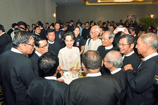 State Counsellor attends dinner with authors in Yangon