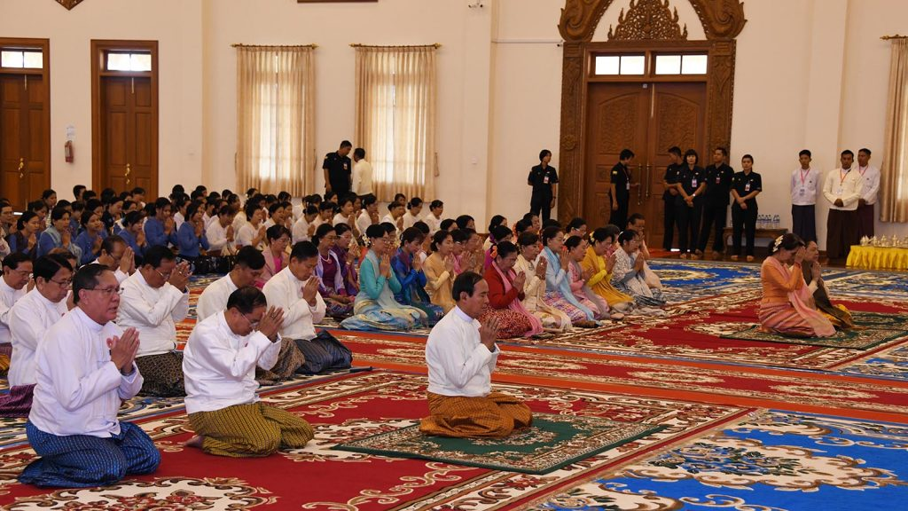 The congregation led by President U Win Myint, First Lady Daw Cho Cho, and State Counsellor Daw Aung San Suu Kyi receive the Five Precepts from the Sayadaw at the Waso robes offering ceremony at the Maha Sasana Beikman in Nay Pyi Taw on 12 July 2019. Photo: MNA
