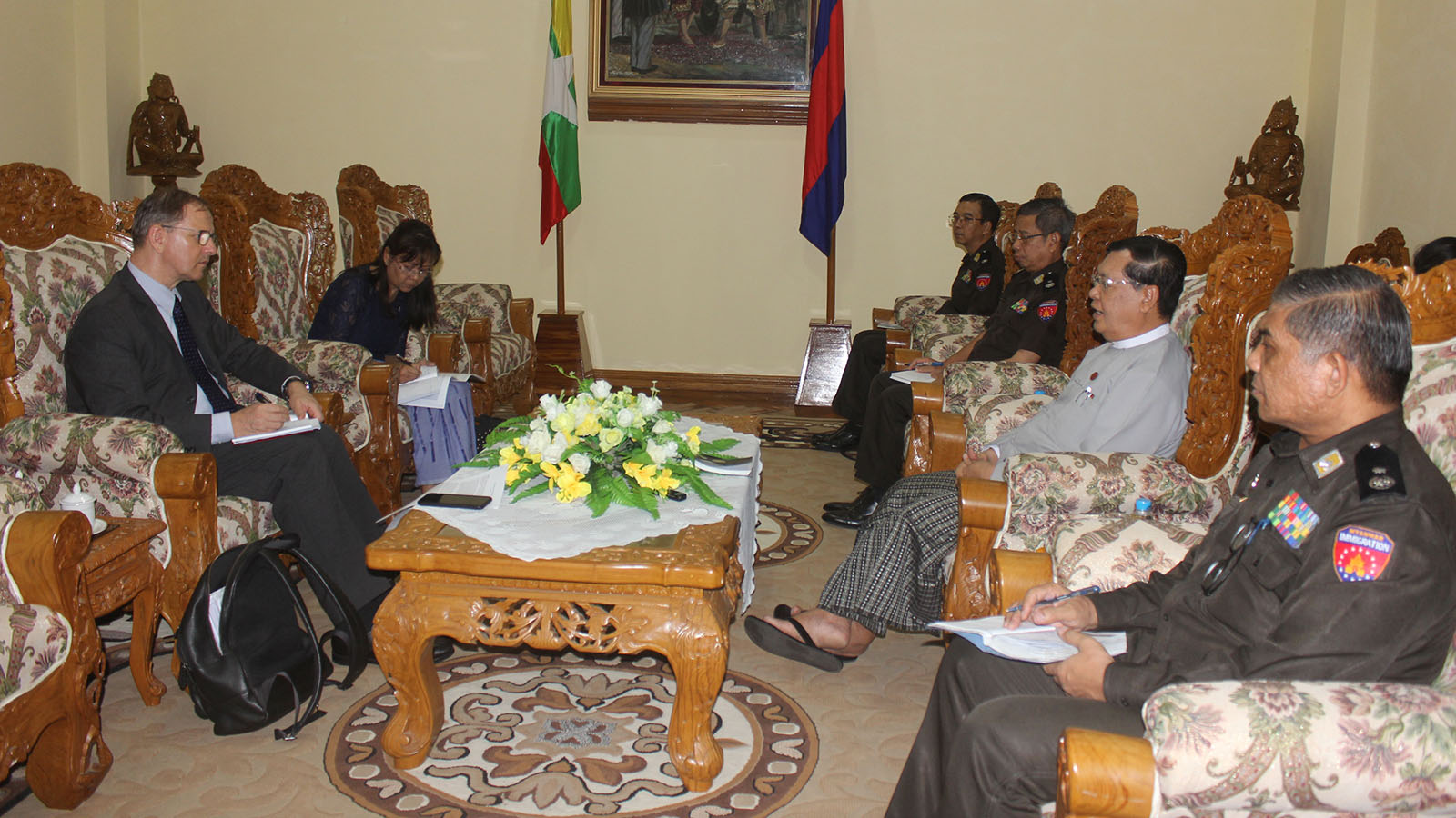 Union Minister U Thein Swe meets with UNHCR Representative Mr Johan Cels in Nay Pyi Taw on 10 July. Photo: MNA
