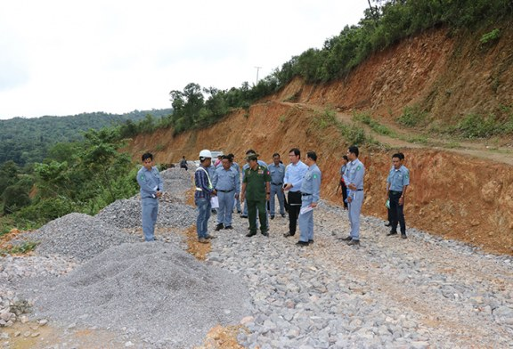 Union Border Affairs Minister surveys development progress across Kayah tsps
