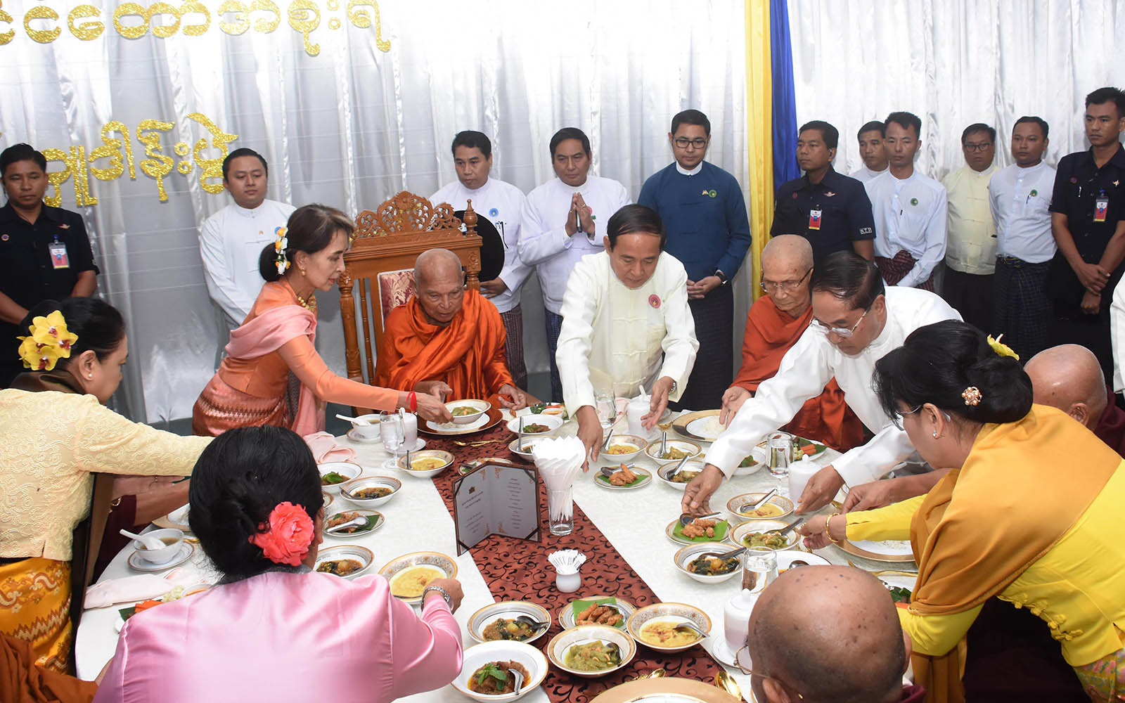 President U Win Myint, First Lady Daw Cho Cho, State Counsellor Daw Aung San Suu Kyi and congregation offering 'soon' to Sayadaws as part of the Waso robe offering ceremony in Nay Pyi Taw.  Photo: MNA