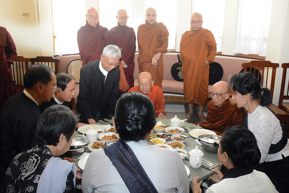 """State Counsellor Daw Aung San Suu Kyi offers """"soon' to Members of the Sangha at her residence in Yangon. Photo: MNA"""