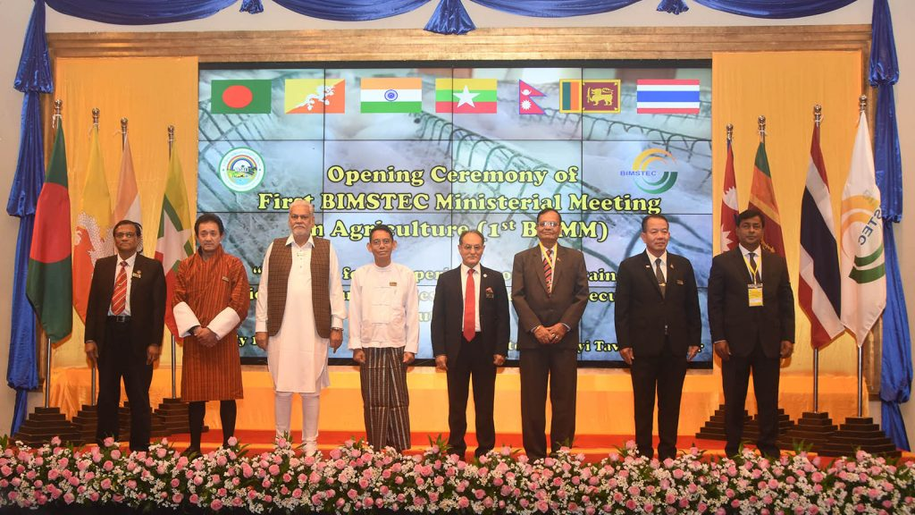 Union Minister Dr Aung Thu poses for a photo together with other agricultural ministers at the First BIMSTEC Ministerial Meeting on Agriculture in Nay Pyi Taw yesterday.Photo: MNA