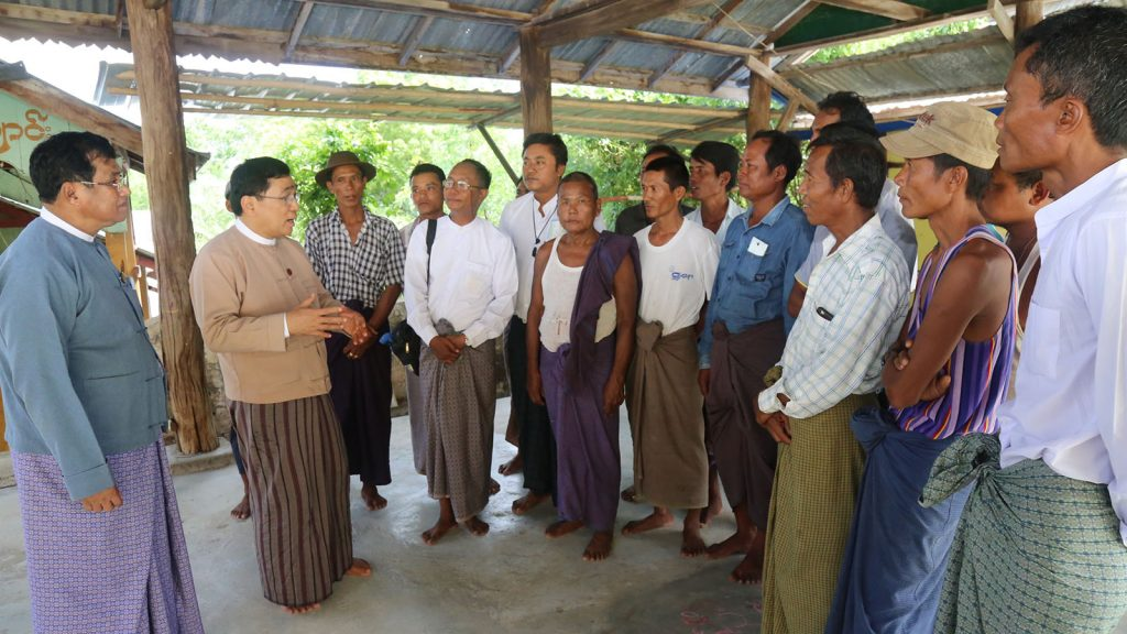 Union Minister Dr Win Myat Aye and officials meet with flood victims in Magwe Region yesterday.  Photo:mna