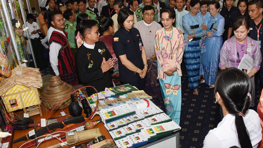 State Counsellor Daw Aung San Suu Kyi observes a booth at the International Youth Day ceremony  in Nay Pyi Taw. photo: mna