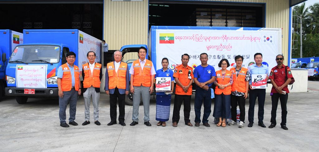 Korean Association in Myanmar donate aids to flood victims in Kyeikmaraw Township, Mon State, yesterday.Photo: Thi Thi Min