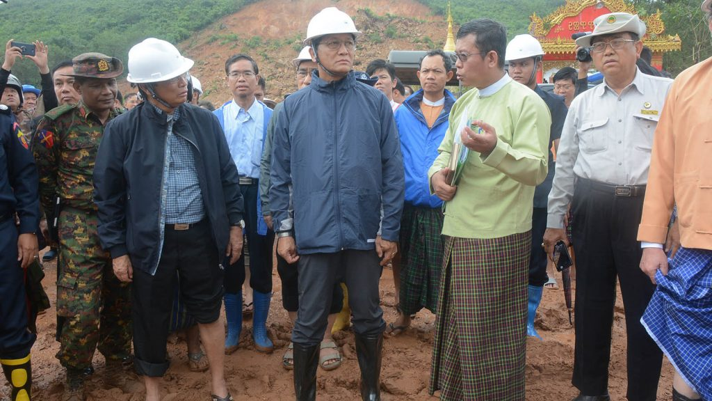 Vice President U Henry Van Thio and party inspect the area of landslide at The Phyu Gon Village in Paung Township on 10 August.Photo: MNA