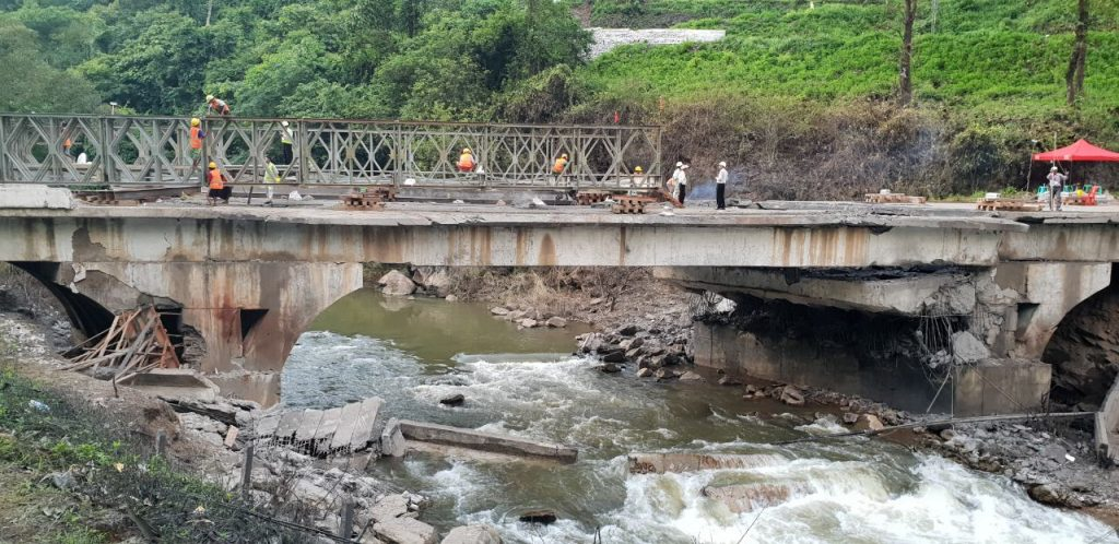 The Special Bridge Construction Teams are building a 210 ft-long bailey bridge to replace the Gote Twin Bridge in Nawnghkio. Photo:  MNA
