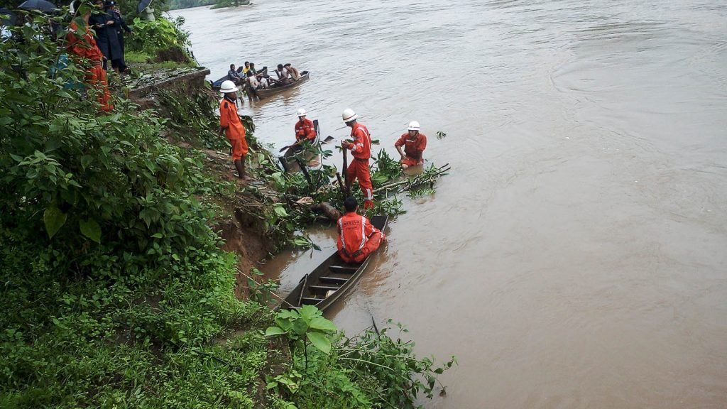 Officials and residents conduct preventive measures against riverbank erosion in Hpapun Township in Kayin State.Photo: District IPRD
