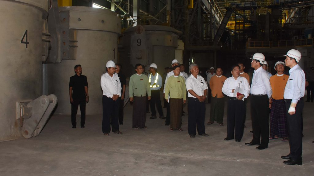 Vice President U Henry Van Thio visits the No. 1 Steel Factory in Myingyan yesterday.Photo: MNA