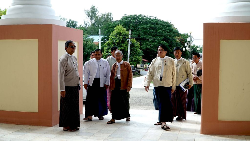 Union Minister Dr Pe Myint, Magway Region Chief Minister Dr Aung Moe Nyo and officials look around Magway University yesterday.Photo: MNA