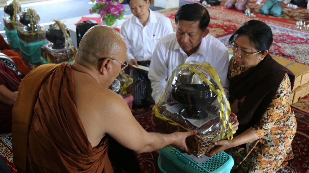 Senior General Min Aung Hlaing and wife Daw Kyu Kyu Hla offer Waso robe to the Sayadaw in Bodh Gaya, India. Photo: Office of the Commander-in-Chief of Defence services