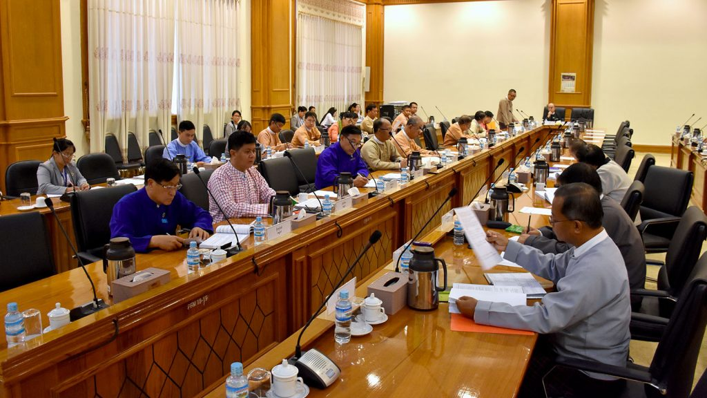Meeting 42/2019 of the Joint Committee on Amending the 2008 Constitution in progress in Nay Pyi Taw yesterday. photo: mna