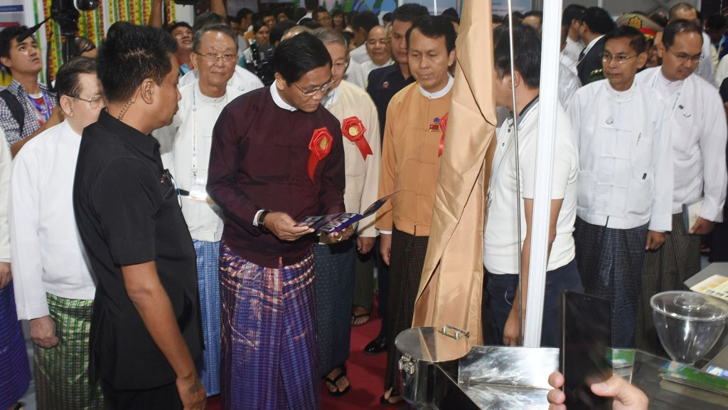 Vice President U Henry Van Thio visits the exhibition showcasing products at the opening ceremony of Union of Myanmar Federation of Chambers of Commerce and Industry Centennial International Expo 2019 in Yangon yesterday.Photo: MNA