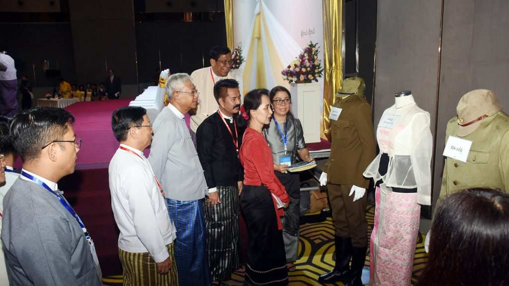 State Counsellor Daw Aung San Suu Kyi, former President U Htin Kyaw, Union ministers and artistes look around costumes for characters in the Bogyoke Aung San Film displayed at the ceremony to launch the filming of 'Aung San' in Yangon yesterday. Photo: MNA
